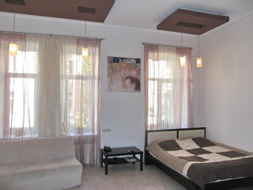 Rent studio apartment in Kiev at Reitarska 25