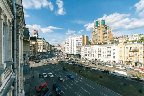 Rent luxury studio apartment in Kiev at Baseina 12 Arena City