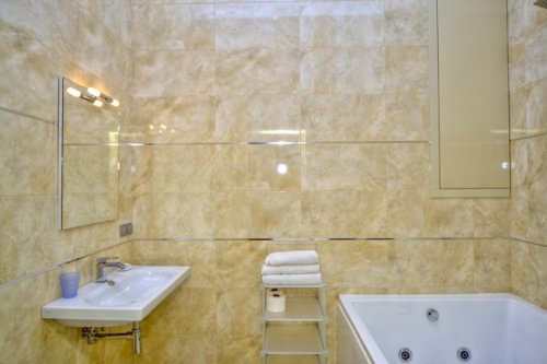 Rent luxury 1 room studio apartment in Kiev at Baseina 12