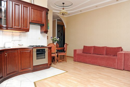 Rent 2 bedroom apartment in Kiev at 13 Baseina St.