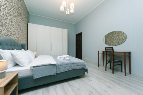 Rent luxurious 2 bedroom apartment in Kiev on Baseina with a big bedroom