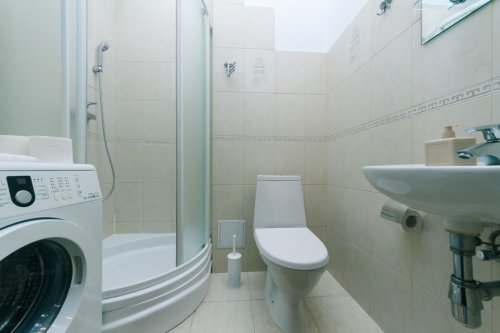 Rent 2 bedroom apartment in Kiev on Baseina with two bathrooms