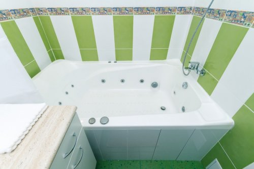 Rent 2 bedroom apartment in Kiev on Baseina with Jacuzzi