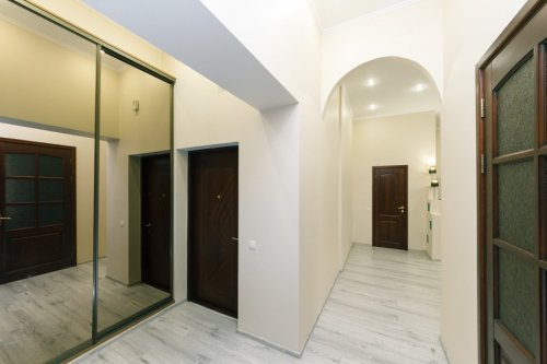 Rent a big 2 bedroom apartment in Kiev on Baseina 5A