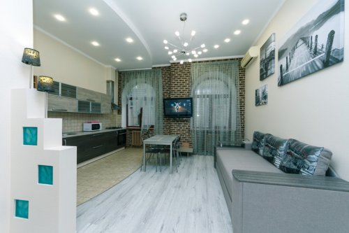 Rent a nicely renovated 2 bedroom apartment in Kiev on Baseina