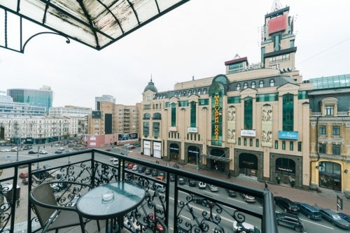 Rent nice 2 bedroom apartment in Kiev on Baseina with view