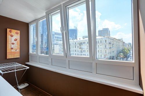 Rent luxury 1 bedroom apartment in Kiev at Baseina 11 with balcony