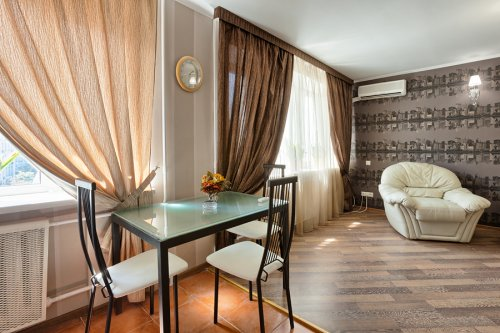 Rent luxury 1 bedroom apartment in Kiev at Baseina 11 near Gulliver
