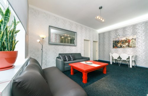 Rent 3-bedroom luxury apartment in Kiev at 5 Bessarabskaya square