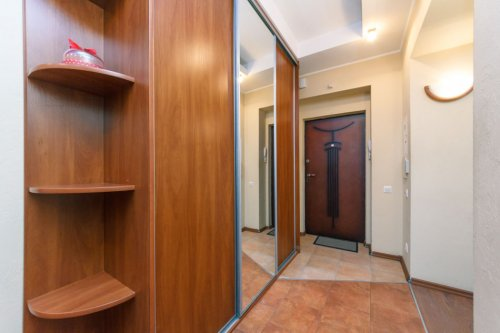 Rent luxury 2 bedroom apartment in Kiev at 13 Kreshchatik St.