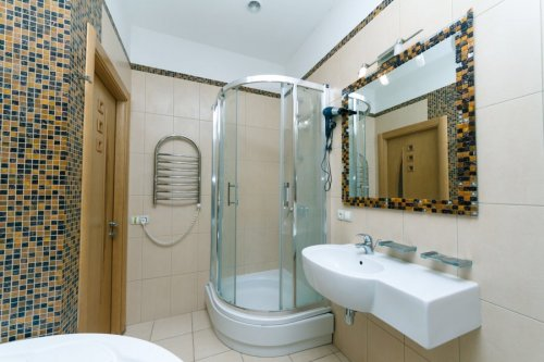 Rent one bedroom vip apartment in Kiev with hot tub and shower on Khreschatyk 13