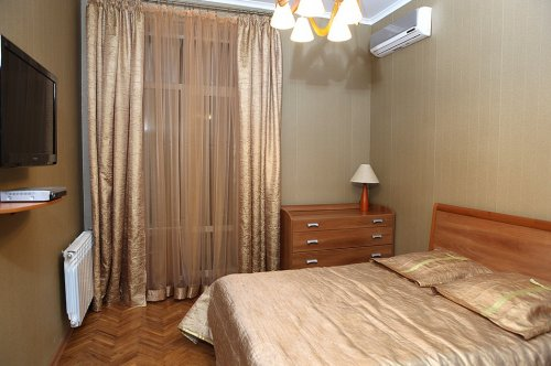 Rent luxury apartment in Kiev at 21 Kreshchatik St.