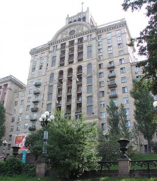 Rent luxury 1 bedroom apartment in Kiev at 25 Kreshchatik St.