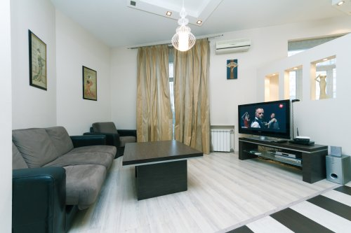 Rent 1 bedroom lux apartment in Kiev at Khreshcatyk 29