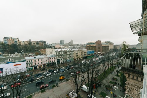 Rent 1 bedroom lux apartment in Kiev at Khreshcatyk 29 with balcony