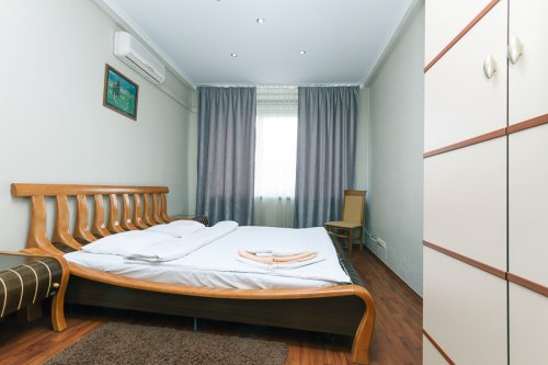 Rent lux 3-bedroom apartment in Kiev at 54 Kreshchatik St. 2 Shevchenko Blvd.