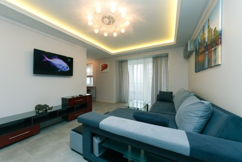 Rent vip 3 bedroom apartment in Kiev at 14 Lesi Ukrainki Blvd.