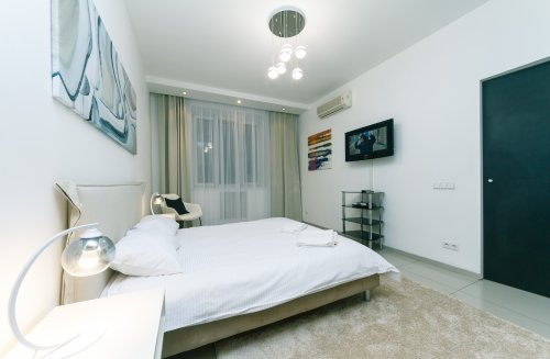 Rent modern 1 bedroom apartment in Kiev Lesi Ukrainky 6 near Arena City