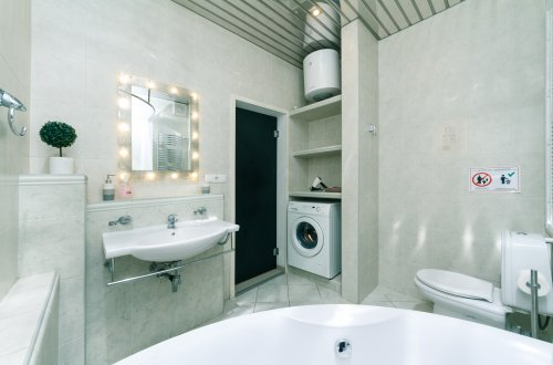 Rent nice 1 bedroom apartment in Kiev at Lesi Ukrainky 6 big bathroom