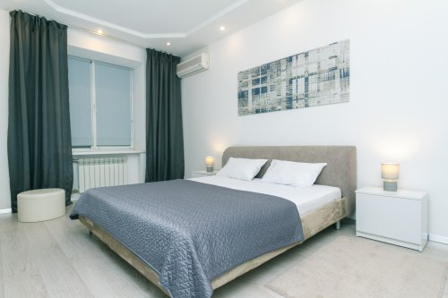 Rent modern 1 bedroom apartment in Kyiv with a good bed at Blvd Lesi Ukrainky 8