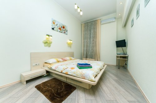 Rent luxuty 1 bedroom apartment in Kiev at 20 Prorizna St. Golden Gates