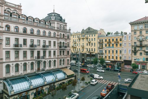 Rent luxury 2 bedroom apartment in Kiev at Rohnidynska 1 with balcony and view