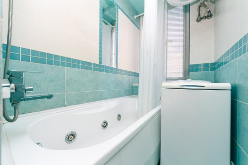 Rent lux 1 bedroom apartment in Kiev on main street with Jacuzzi or hot tub