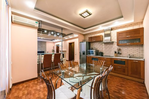 Rent VIP apartment in Kiev at 2 Shevchenko bld. (Kreshchatik 54)