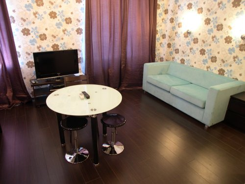 Rent studio lux apartment in Kiev Shota Rustaveli 10 near Arena City