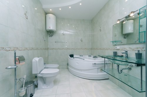 Rent lux 2 bedroom apartment in Kiev on Shota Rustaveli 44 big bathroom