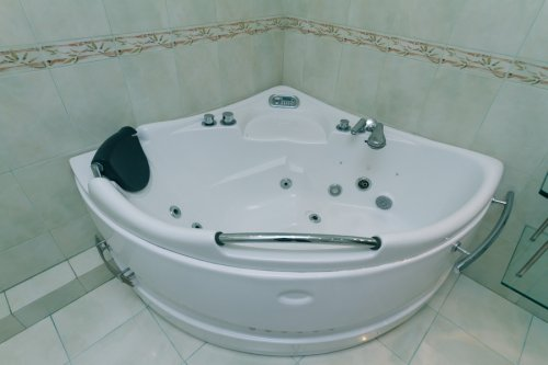 Rent luxury 2 bedroom apartment in Kiev on Shota Rustaveli 44 hot tub Jacuzzi