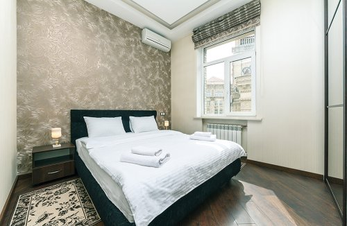 Rent VIP 2 bedroom apartment in Kiev with view on Maidan