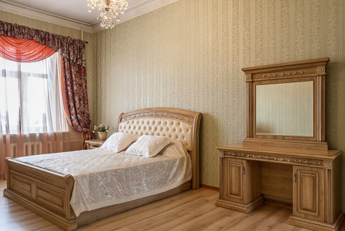 Rent luxury apartment in Kiev at 19 Tolstogo St.