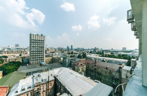 Rent 3-bedroom apartment in Kiev at 51/53 Vladimirskaya St.