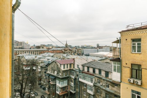 Rent 1 bedroom lux apartment in Kiev at 6 Zankovetskoy St. Passage