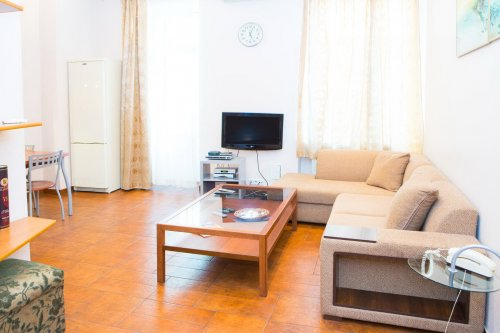 Rent 1 bedroom apartment in Kiev at 5-A Basseynaya St.