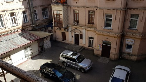 Rent 1 room studio apartment in Kiev at Ivana Franka 27 quiet place