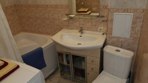 Rent 1 room studio apartment in Kiev at Ivana Franka 27 with a big tub