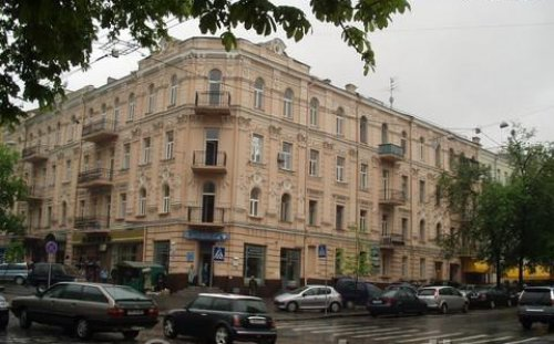 Rent 1 room studio apartment in Kiev at Ivana Franka 27 near Avalon