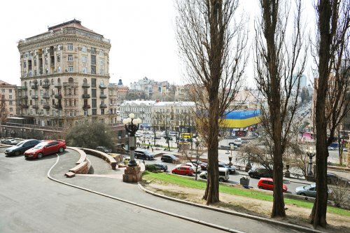 Rent 1 room studio lux apartment in Kiev at Khreschatyk 25 with view